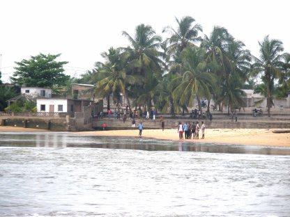 Aného desde el otro lado del lago Togo